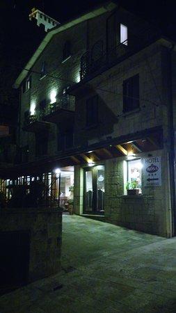 Rosa Hotel: Entrance