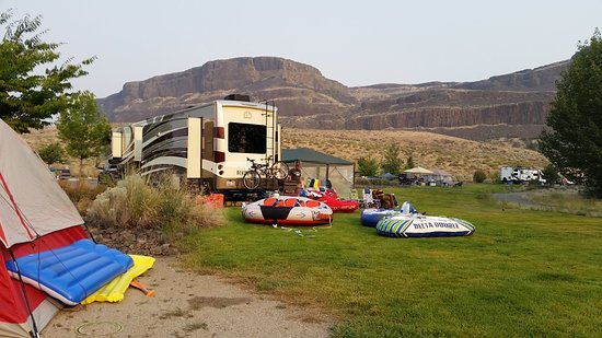 Electric City, WA: Campsite with view of Steamboat Rock.