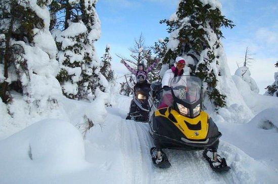 Snowmobile tour to Shunut Mountain