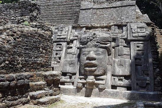 El sitio privado de Lamania Maya con...