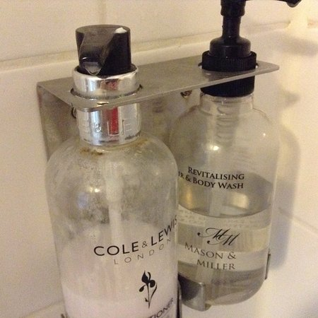 North Nibley, UK: Products in shower room