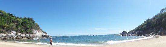 Tangolunda, เม็กซิโก: Panorámica de Playa Arrocito al mediodía (nov 2018).