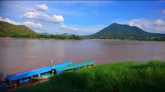 Chiang Khan, Thailand: Die Langboote warten auf Gäste