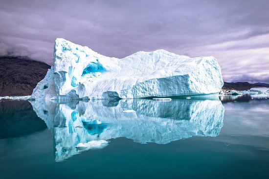 Groenlandia: A mystical iceberg in Greenland - one of the most beautiful things I've ever seen!