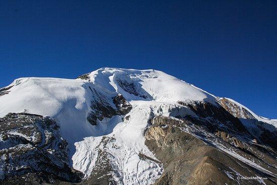 Challenging Tilicho Lake (4920 M) with Throng La Pass (5416 M)Trekking: Throng Peak