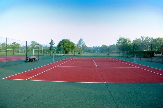 Mezangers, Francia: cours de tennis sur place