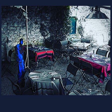 Cliousclat, France: Le petit salon et le jardin