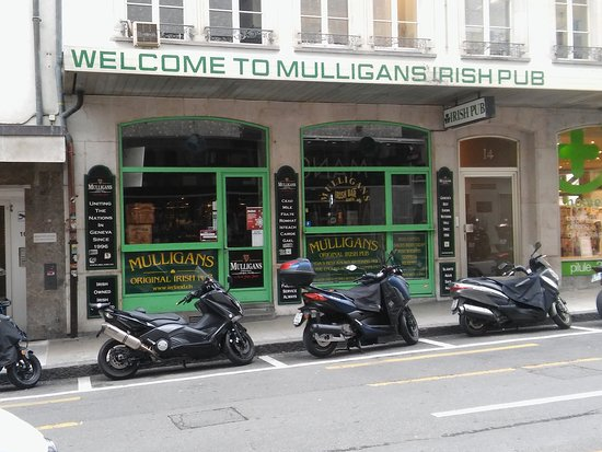 ‪Mulligans Irish Bar‬
