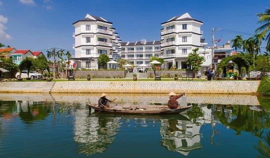 Gem Riverside Hotel