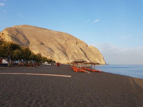 Perissa Black Sand Beach: Black sand beach