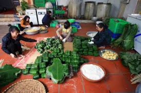 Hai Duong Province, Vietnam: Making chưng cake - ( sticky rice cake in square ) - the cake for Tet Holiday only.