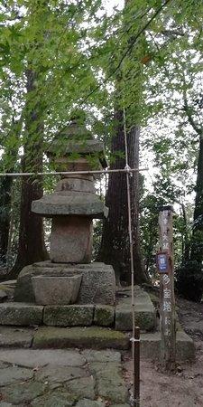 石造りの多宝塔です