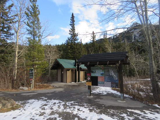 Peter Lougheed Provincial Park, Kanada: Pit toilets off the parking area