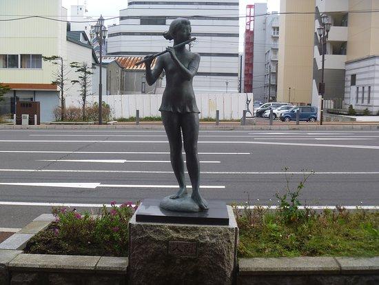 Ningen Statue