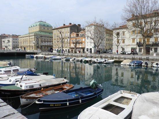 Mrtvi kanal i Palača Adamić