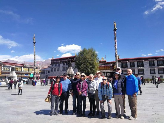 Laurus Travel tour group in Tibet