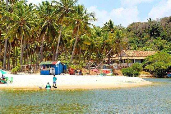 State of Alagoas: [JEQUIÁ DA PRAIA - ALAGOAS] O Complexo Dunas de Marapé, um paraíso ecológico localizado no litoral sul de Alagoas, no município de Jequiá da Praia, é formado por uma estrutura estrategicamente localizada entre a Praia de Duas Barras e a Lagoa de Jequiá.