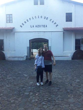 Nicolas Gray y Rebecca en Tour del Cafe. Finca Azotea,
