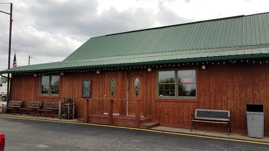 Perry, MO: Rustic Oak Cabin Steakhouse