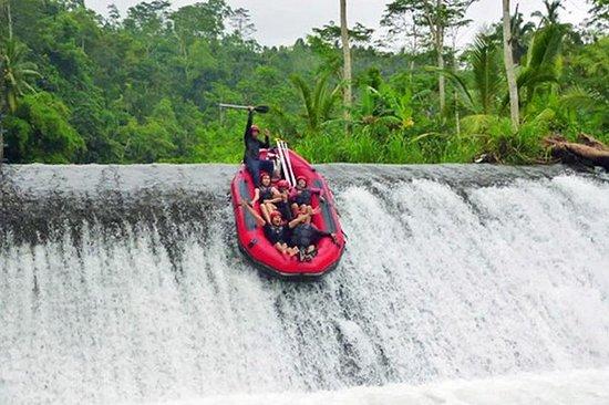 Telaga Waja Rafting y Besakih Tour