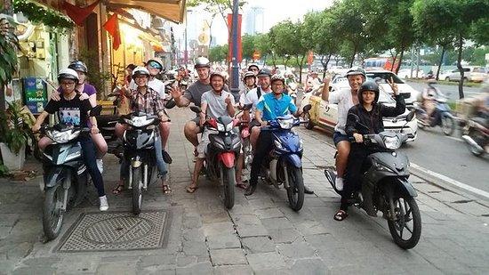 ESTUDANTES LOCAIS - CITY TOUR BY...