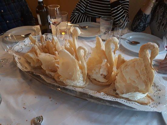 Alcocer, Spain: postre hojaldre con nata