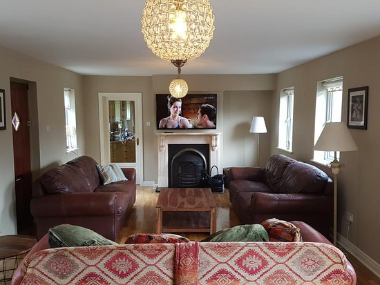 Carlingford, Irland: Swallows Retreat ideal for large groups or big families. Can sleep up to 18 people. Large entertainment room with Pool Table, TV and open Fire.