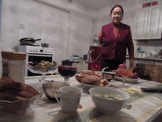 Toktogul, Kirgisistan: MARIA & MY BREAKFAST!