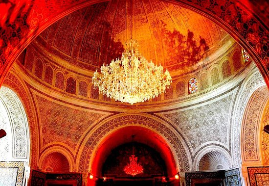 Mannouba, Тунис: Magnificient view from inside, under the dome of Palais Kobbet Ennhas, an old beylical castle