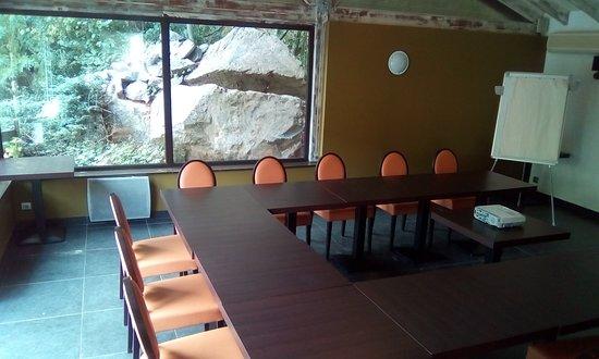 Saint-Genis-les-Ollieres, Francja: Journée d'étude à la Cascade
