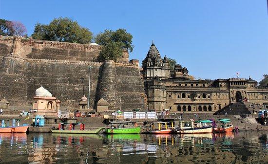 Maheshwar, légendaire cité temple liée au Ramayana  et au Mahabharata