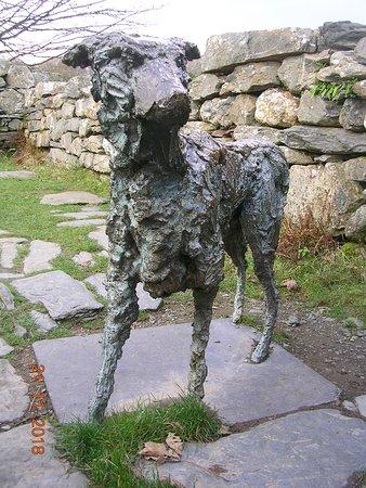 Beddgelert, UK: Statue of Gelert the hound