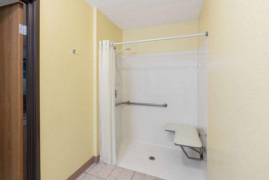 Fountain, CO: Guest room bath