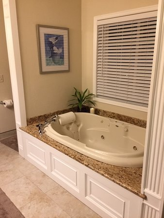 The Hidden Gem B&B: Whirlpool tub