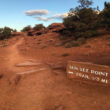 Sunset Point Trail Photo