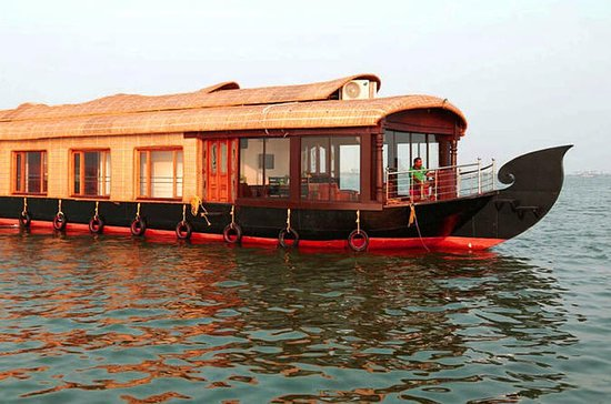 03 Bed Room Pvt Premium House Boat...