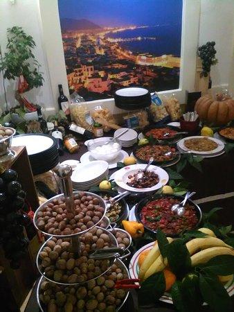 Santa Maria A Vico, Włochy: Buffe molto invitante
