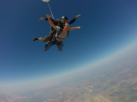 Byron, CA: Welcome to the skies...It was an undescribable experience, thank you Bay Area Skydiving crew!