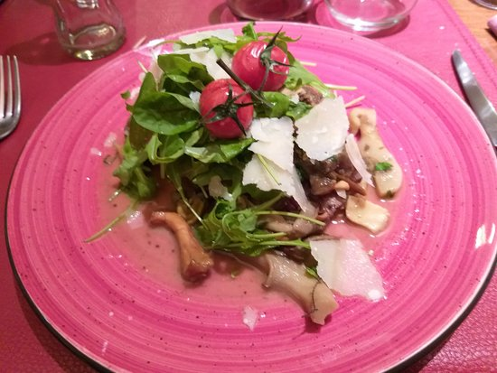 piccata de bœuf, champignons des bois, roquette, parmesan
