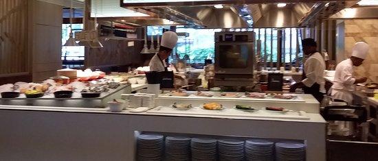 Marriott Cafe: Front:  Oysters, Crayfish, Big Prawns, Sashimi, Sushi