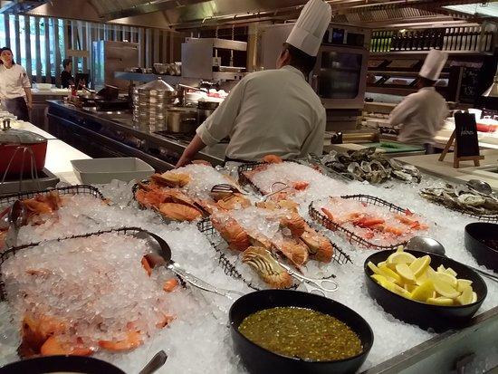 Marriott Cafe: Oysters, Crayfish, Big Prawns