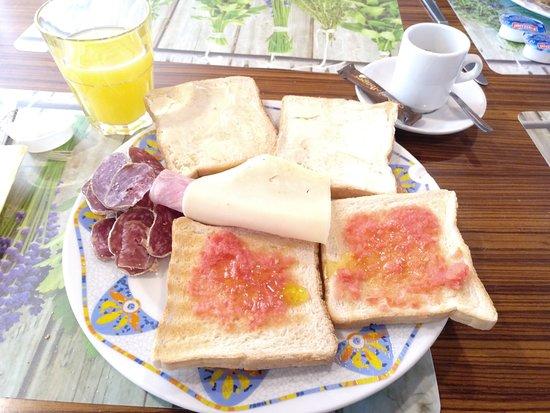 Hotel L'Avet: Desayuno.