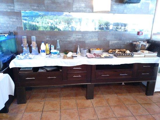 Hotel L'Avet: Buffete libre Desayuno.