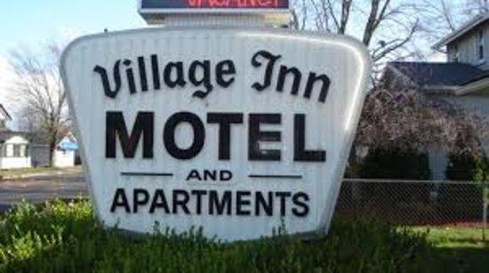 VILLAGE INN MOTEL IN HOLT, MI