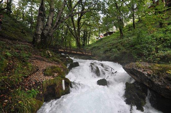 Mojkovac, Μαυροβούνιο: Водопад Равняк в Черногории.