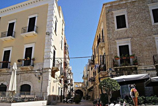 Puglia Full-Day Tour: Bari, Trulli of...