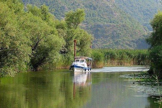 PELIKAN船上的巴克达湖与午餐