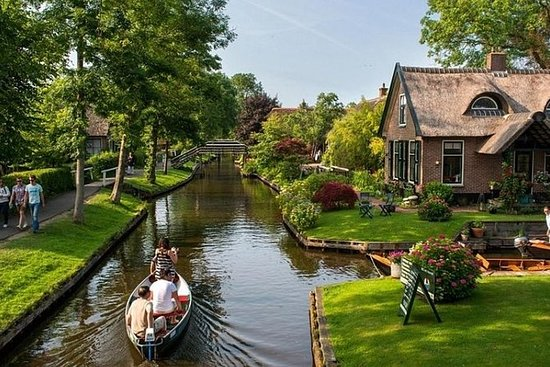 Full day tour to Giethoorn incl Canal...