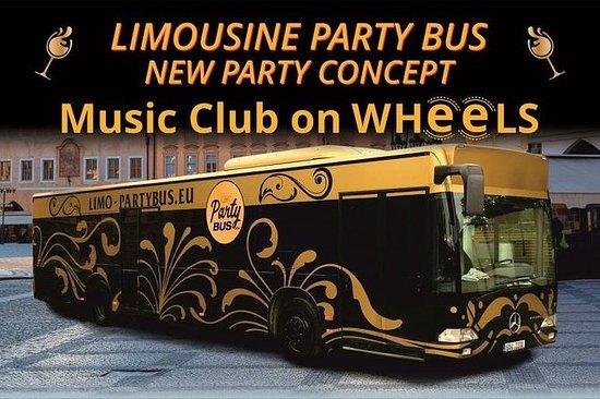 Hop On Limousine Party Ride en Praga...