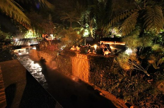 Night thermal pools & food experience